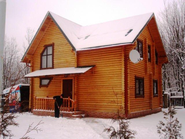 Яний будинок з оциліндрованої колоди